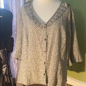 Ladies 16 beautiful spring button up top